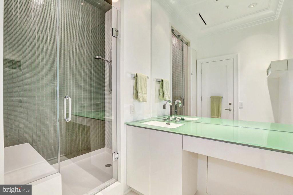 Guest Bathroom - 3329 PROSPECT ST NW #4, WASHINGTON
