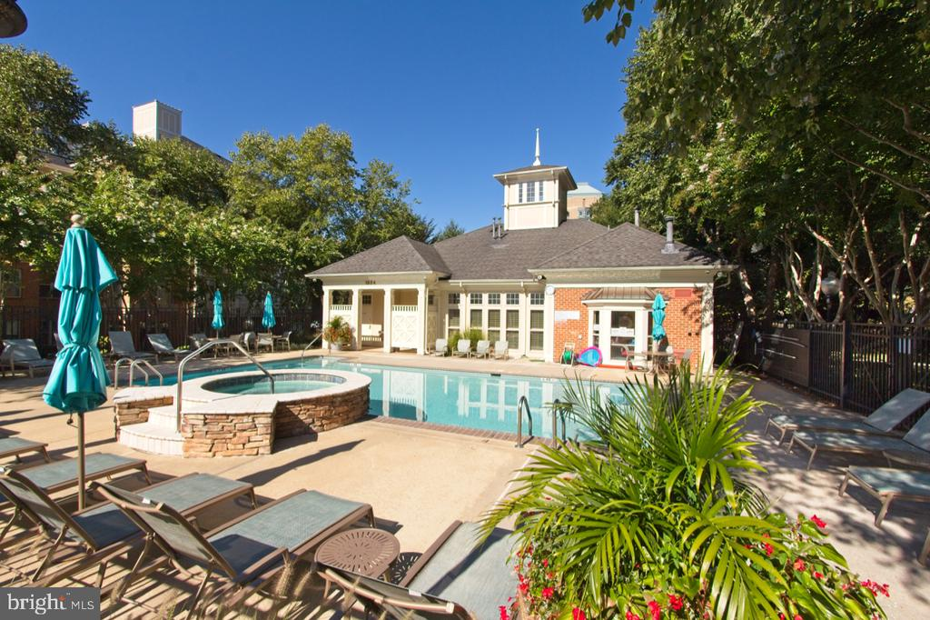 Private pool and spa - 1855 STRATFORD PARK PL #309, RESTON