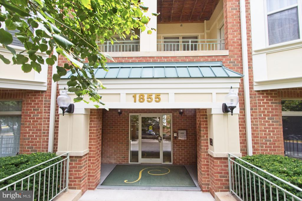 The controlled access entrance - 1855 STRATFORD PARK PL #309, RESTON