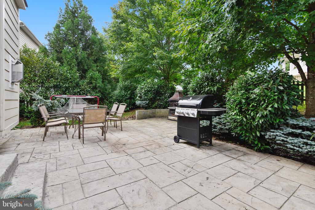 - 22077 HIGHVIEW TRAIL PL, BROADLANDS