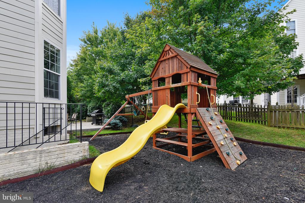 Playset - 22077 HIGHVIEW TRAIL PL, BROADLANDS