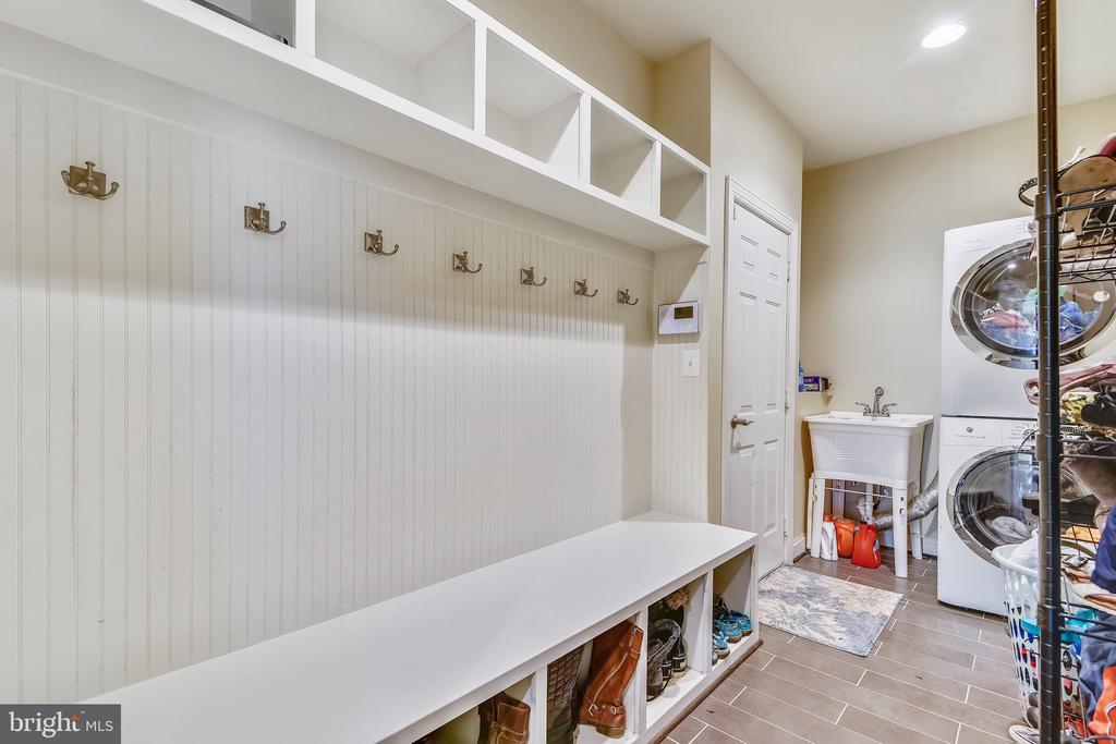 Mud Room and Laundry - 22077 HIGHVIEW TRAIL PL, BROADLANDS