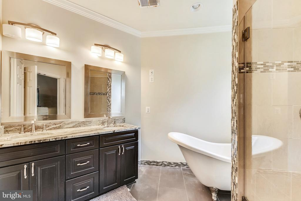 Master Bath - 22077 HIGHVIEW TRAIL PL, BROADLANDS
