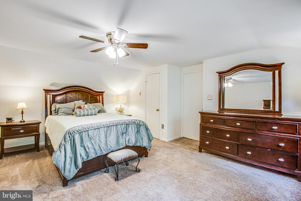 Master bedroom - 13812 MEADOWBROOK RD, WOODBRIDGE