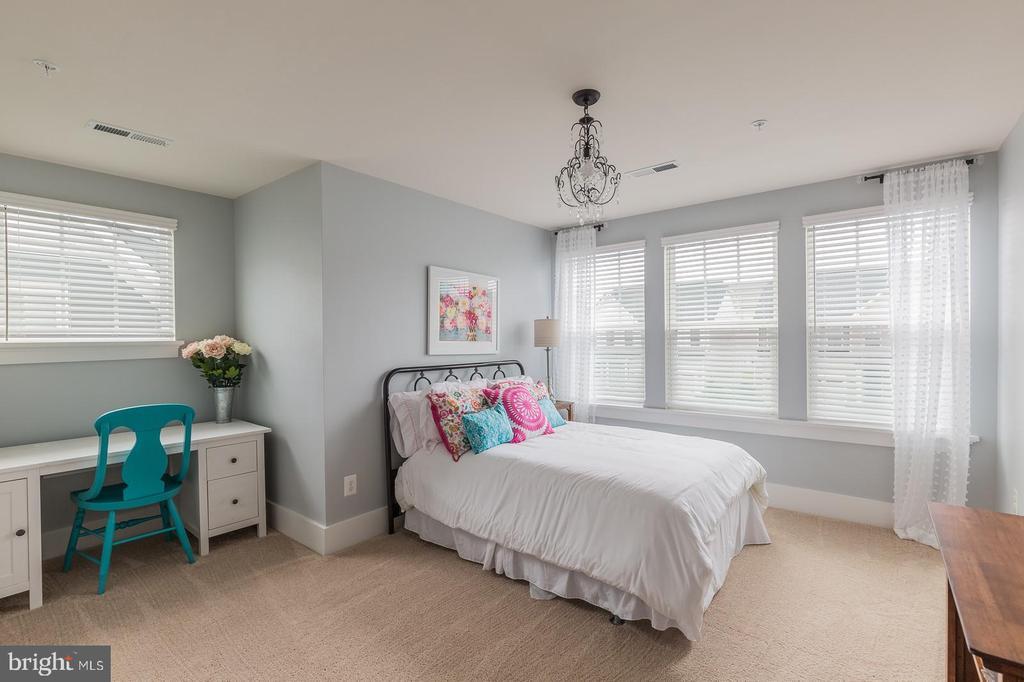 Bedroom #3 upstairs - 16960 TAKEAWAY LN, DUMFRIES