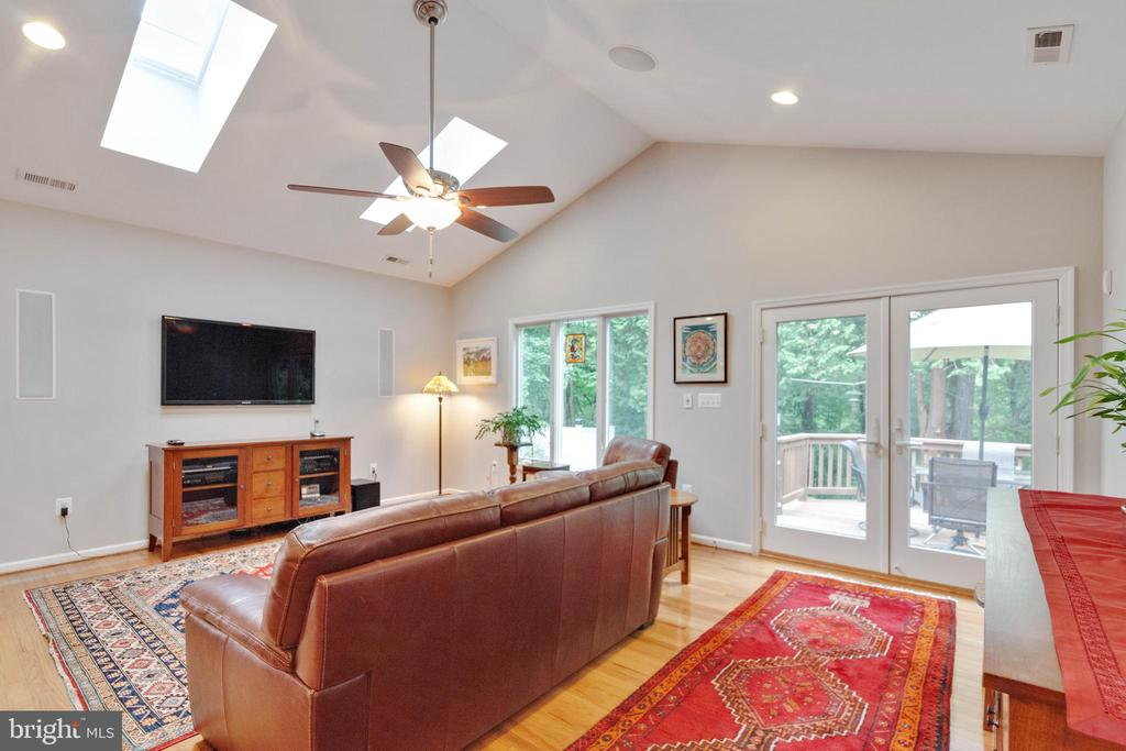 Family Room with vaulted ceiling - 522 CALVIN LN, ROCKVILLE