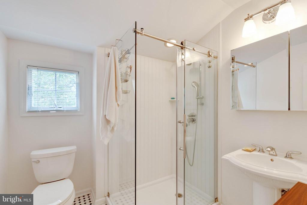 Full Bath on Upper Level - 522 CALVIN LN, ROCKVILLE