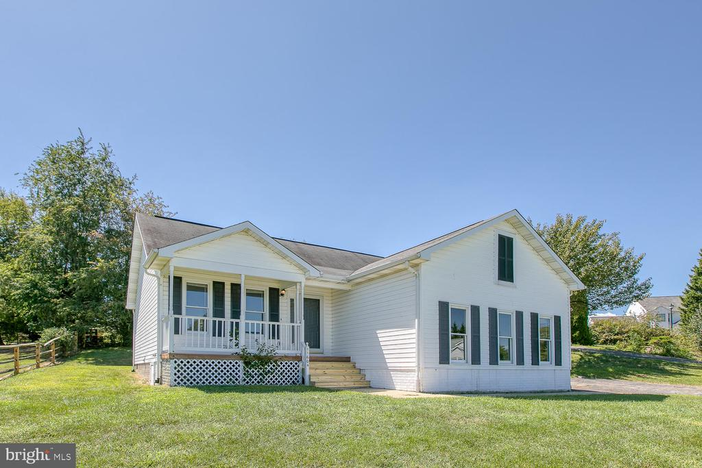 Charming 1 level home with front porch and garage - 11604 BEND BOW DR, FREDERICKSBURG