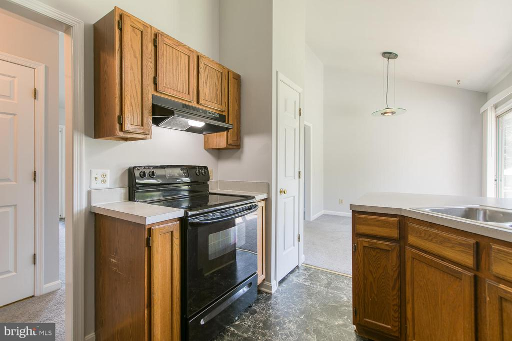 Kitchen with easy clean smooth top stove - 11604 BEND BOW DR, FREDERICKSBURG
