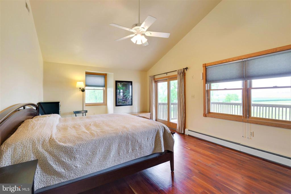 Master bedroom with cathedral ceiling - 2514 POFFENBERGER RD, MIDDLETOWN