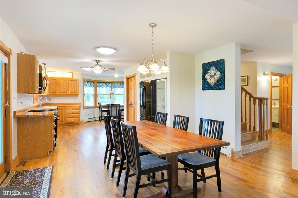 Spacious dining area - 2514 POFFENBERGER RD, MIDDLETOWN