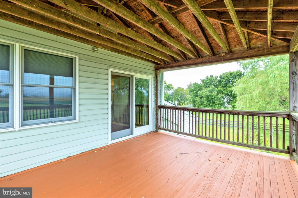 Private deck off the master bedroom - 2514 POFFENBERGER RD, MIDDLETOWN