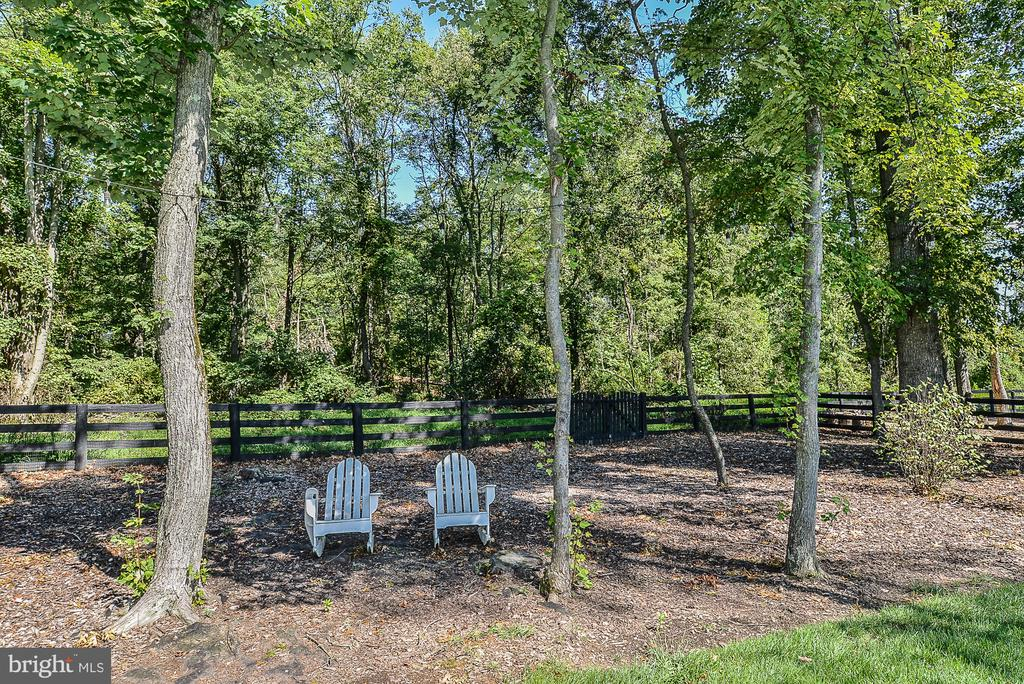 Relax  and enjoy the outdoors! - 23059 WELBOURNE WALK CT, ASHBURN