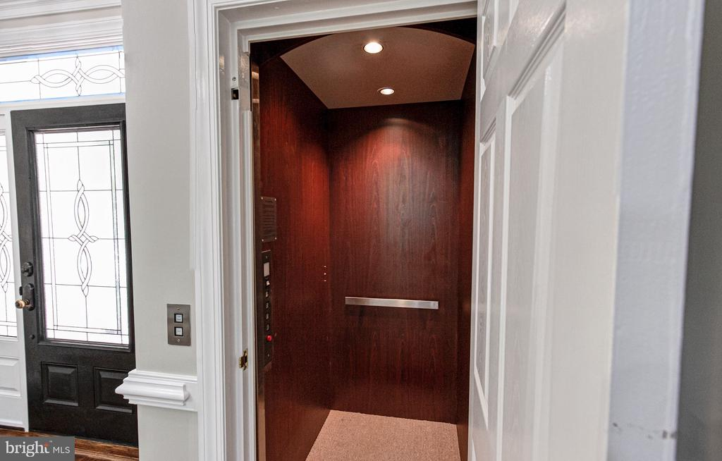 Elevator to all levels - 1428 CROWELL RD, VIENNA