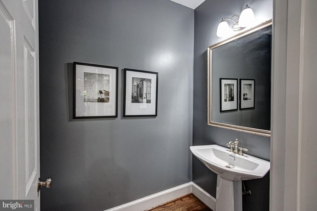 Main Level Powder Room - 1428 CROWELL RD, VIENNA