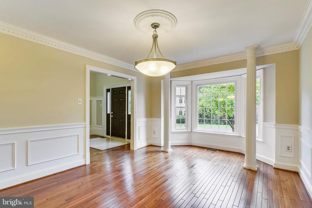 Dining room has box/bay window - 12001 SUGARLAND VALLEY DR, HERNDON