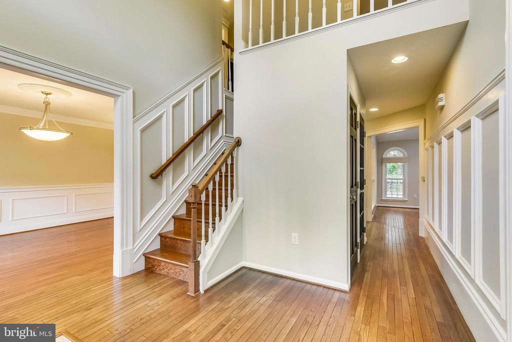 Entry foyer - 12001 SUGARLAND VALLEY DR, HERNDON