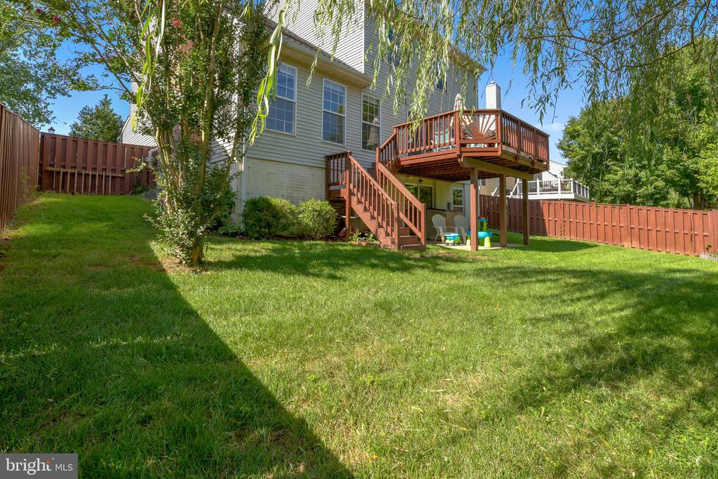 totally fenced in yard with great deck - 208 GRAFTON WAY NE, LEESBURG