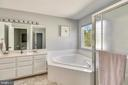 Large master bath with plenty of natural light - 208 GRAFTON WAY NE, LEESBURG