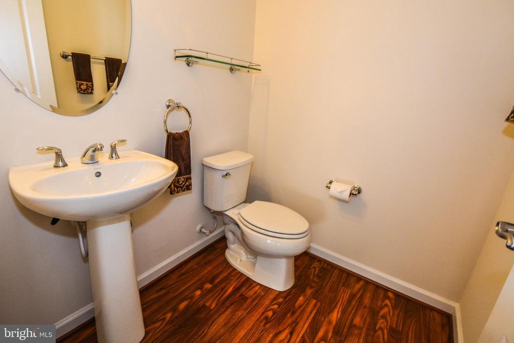 Main Floor Powder Room - 14856 MASON CREEK CIR #76, WOODBRIDGE