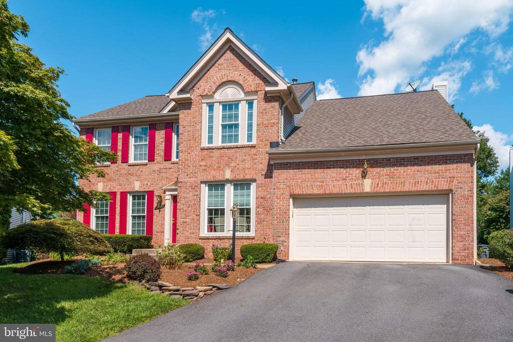 Handsome Home to Welcome You! - 20650 SETTLERS POINT PL, STERLING
