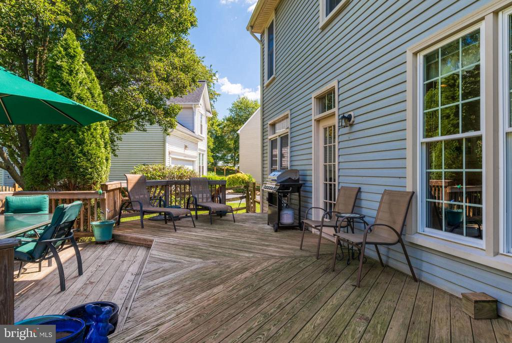 A Deck to enjoy and entertain! - 20650 SETTLERS POINT PL, STERLING