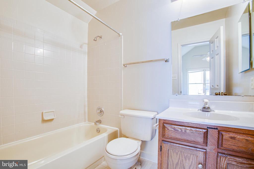 3rd Full Bath is off Bonus room - 6227 SWEETBRIAR DR, FREDERICKSBURG