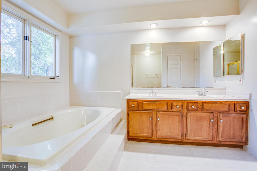 Oversized Double Vanity in Master Bath - 6227 SWEETBRIAR DR, FREDERICKSBURG
