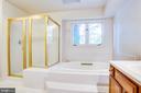 Pedestal Soaking Tub & Shower w/Seat in Mst.  Bath - 6227 SWEETBRIAR DR, FREDERICKSBURG
