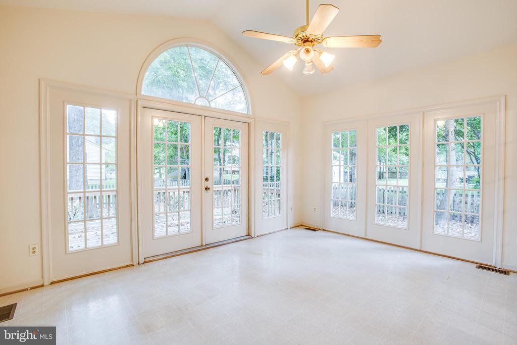Beautiful Arched Transom Window - 6227 SWEETBRIAR DR, FREDERICKSBURG
