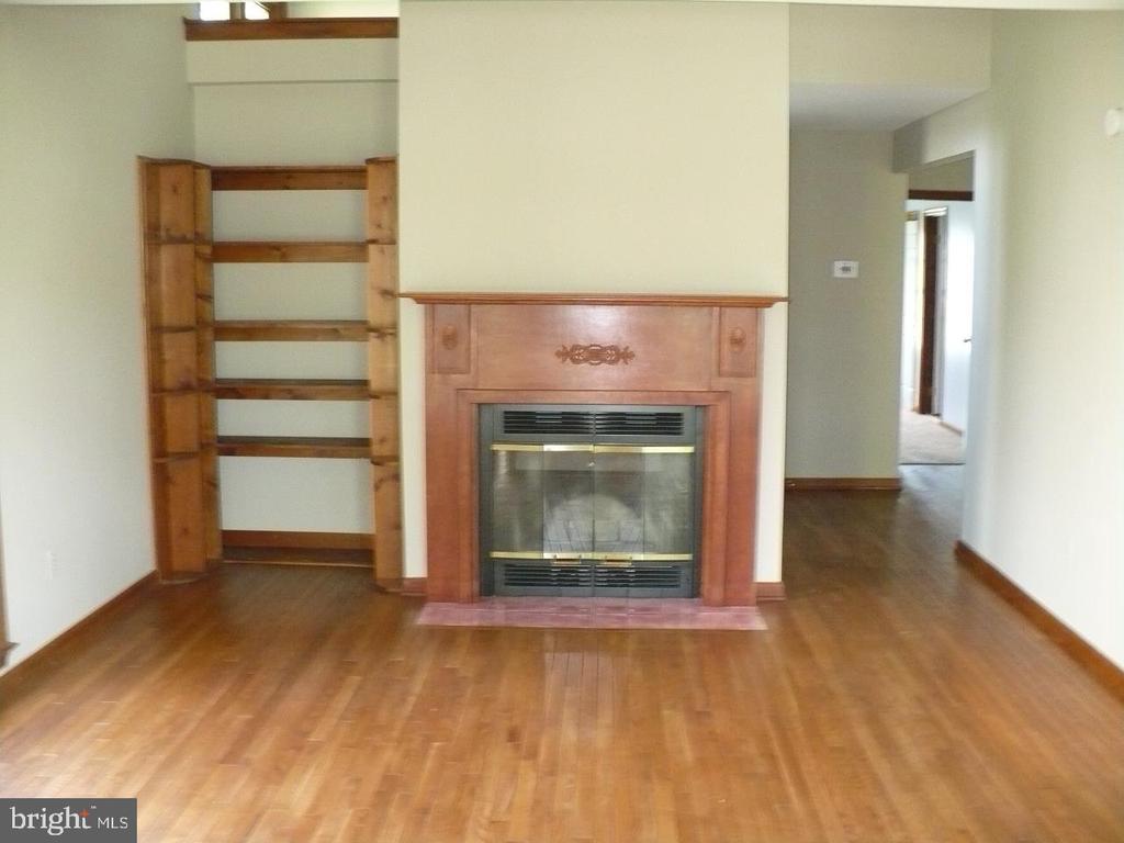 Living room view 2 - 9 TALLY HO DR, FREDERICKSBURG