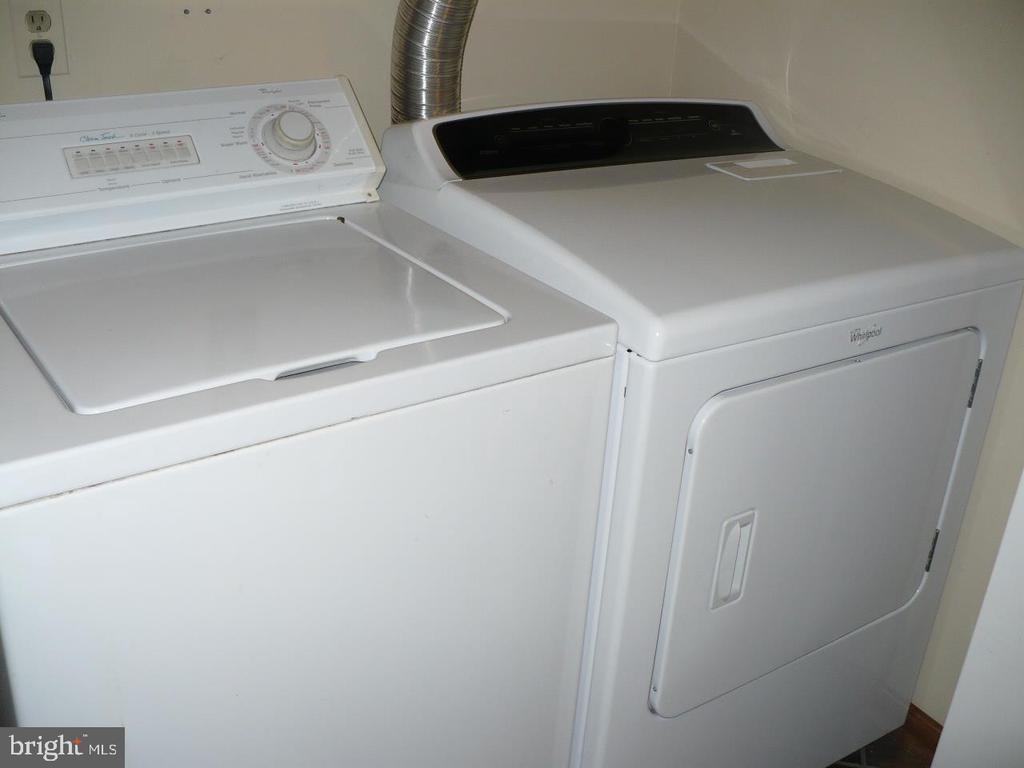 Washer and Dryer - 9 TALLY HO DR, FREDERICKSBURG