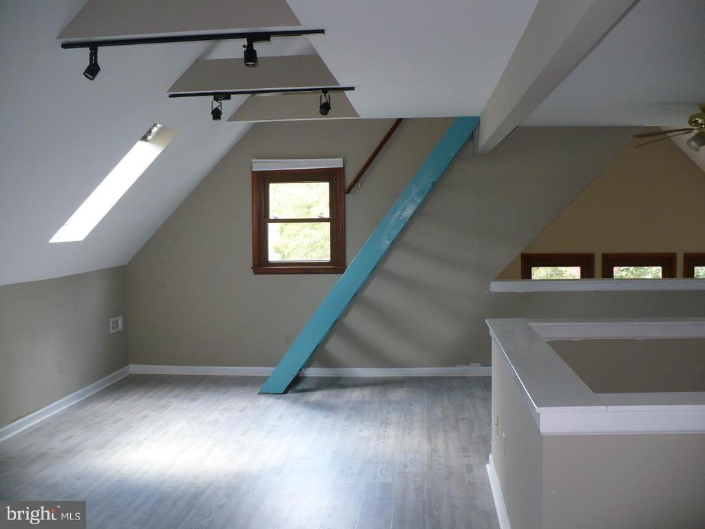 Family room on level 2 - 9 TALLY HO DR, FREDERICKSBURG