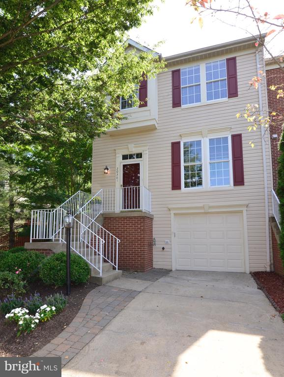 - 20361 BRIARCLIFF TER, STERLING