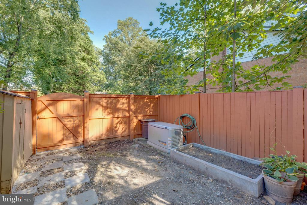 - 3304 CLEARWOOD CT, FALLS CHURCH