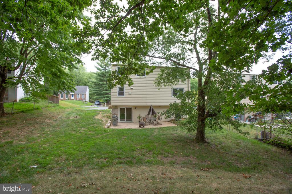 Big backyard - 13812 MEADOWBROOK RD, WOODBRIDGE