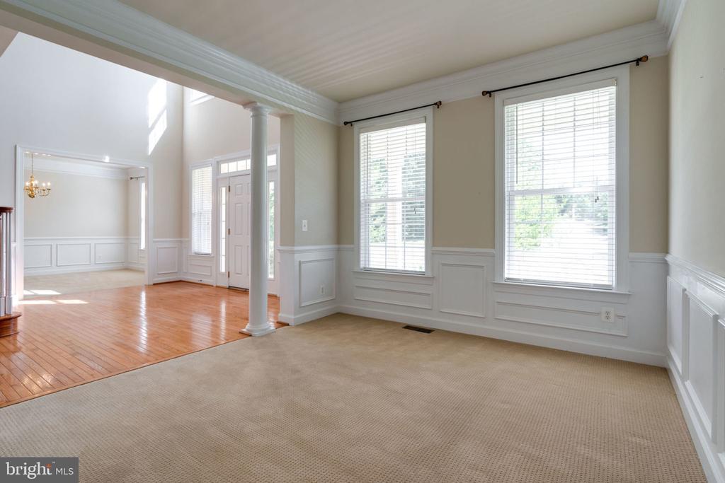Main floor living room - 11914 HADDON LN, WOODBRIDGE