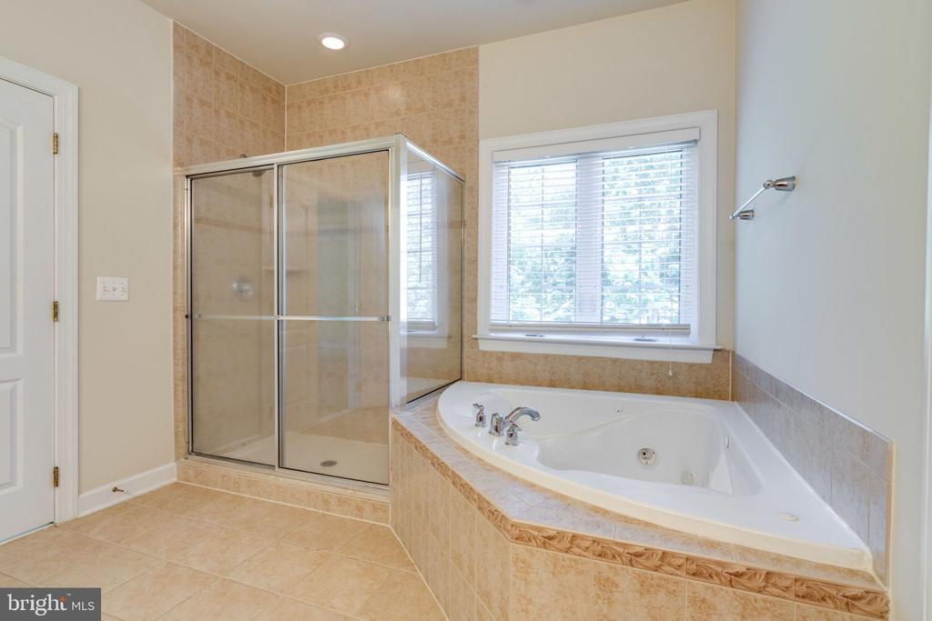 Master bathroom - 11914 HADDON LN, WOODBRIDGE