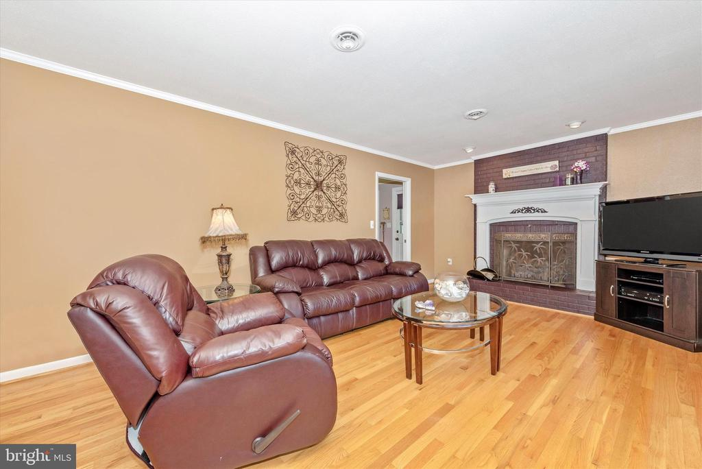 Living Room - 7504 PROSPECT DR, FREDERICK