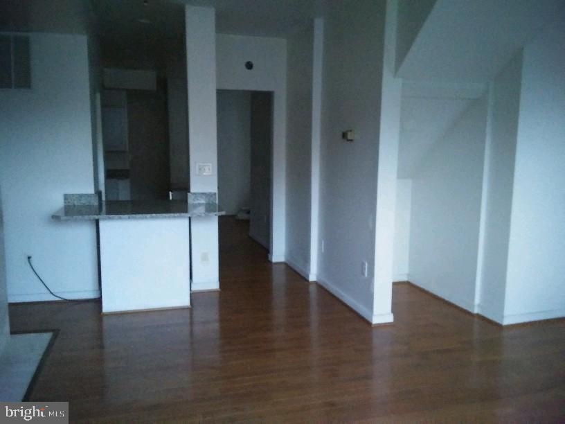 Spacious Living Room. - 1433 NW CLIFTON ST NW #2, WASHINGTON