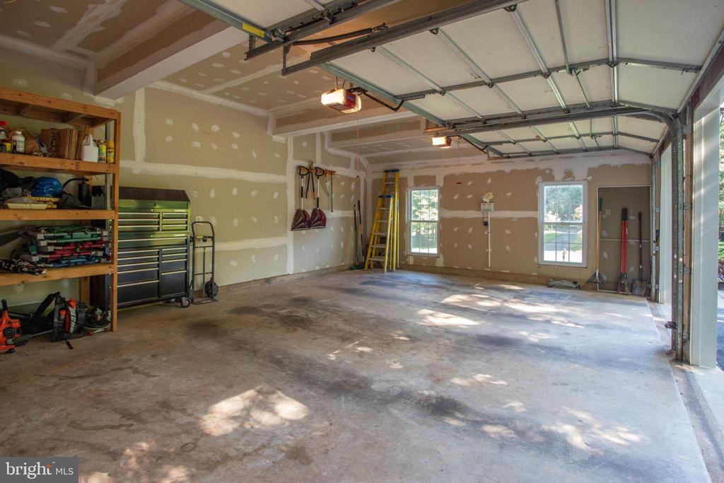 3 car garage/Storage - 13909 BALMORAL TER, CLIFTON
