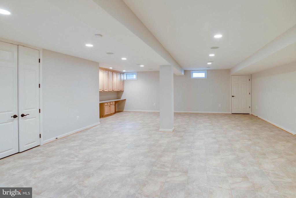Open Concept lower level - 13909 BALMORAL TER, CLIFTON