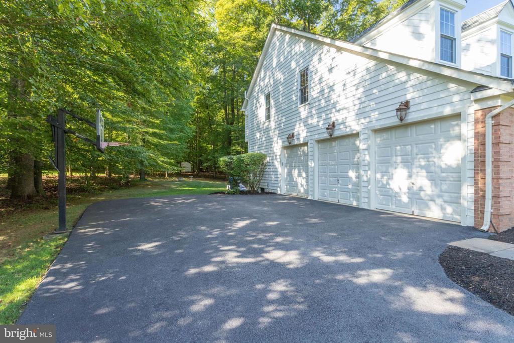 Side load 3 car garage - 13909 BALMORAL TER, CLIFTON