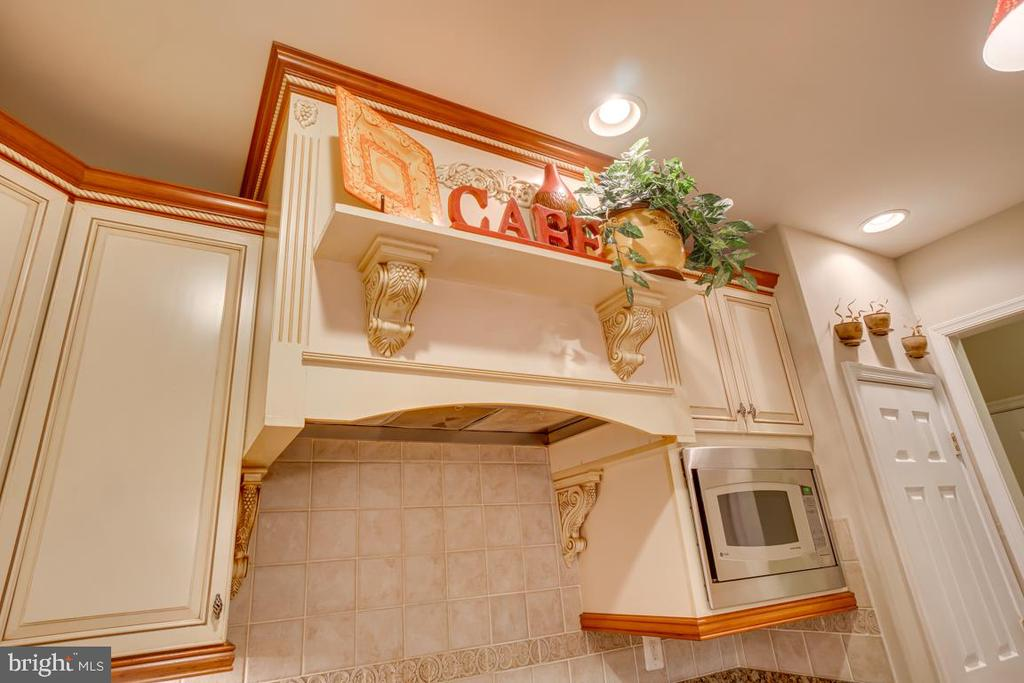 custom cabinetry - 132 CHRISWOOD LN, STAFFORD