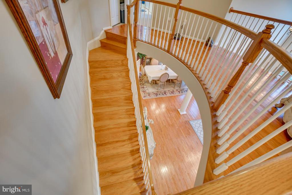 beautiful staircase - 132 CHRISWOOD LN, STAFFORD