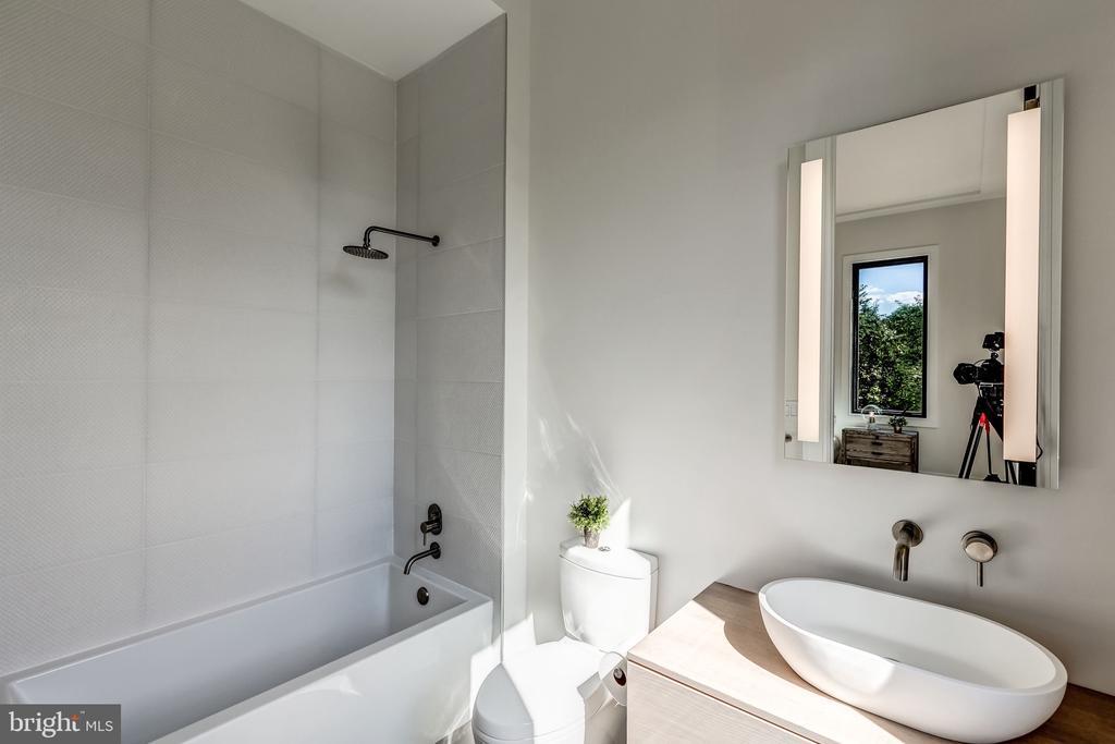 En-suite Bathroom - 1101 JONQUIL CIR, GREAT FALLS