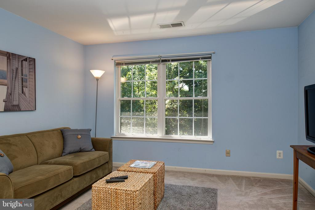 3RD BDRM ON UL WITH WINDOW OVER LOOKING TREED AREA - 43341 GREYSWALLOW TER, ASHBURN