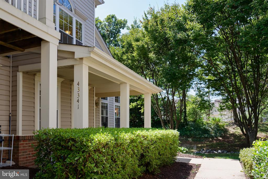 STEPS FROM YOUR 2 RESERVED PARKING SPACES - 43341 GREYSWALLOW TER, ASHBURN