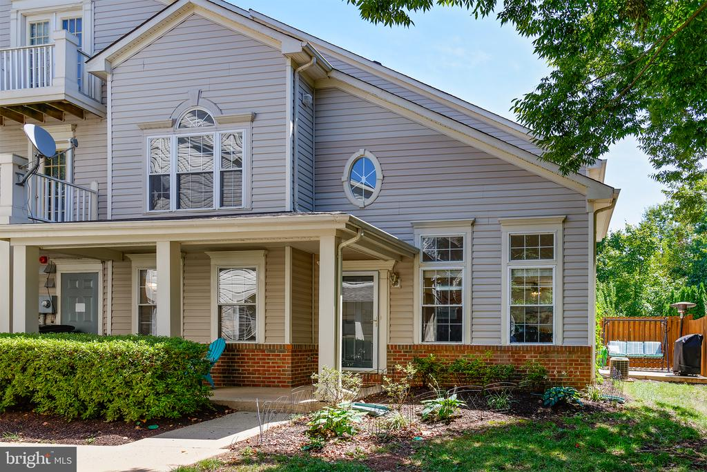 LARGEST MODEL W/1790 FINISHED SF - 43341 GREYSWALLOW TER, ASHBURN