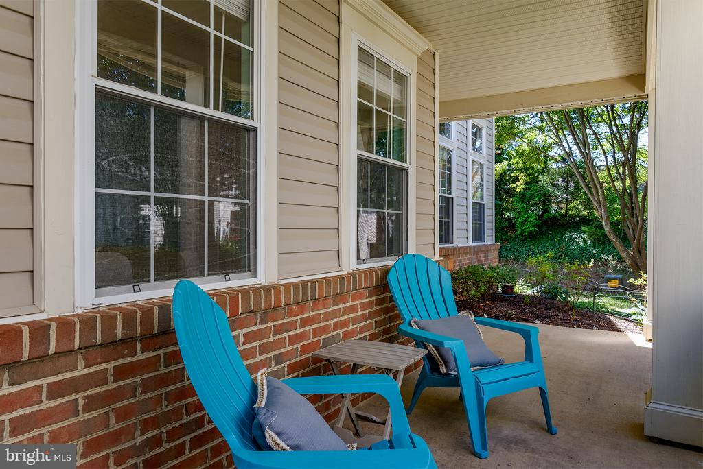 WELCOMING FRONT PORCH TO GREET YOUR GUESTS - 43341 GREYSWALLOW TER, ASHBURN